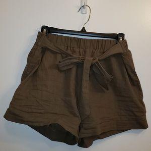 🌻 NWOT Paper Bag Shorts Green
